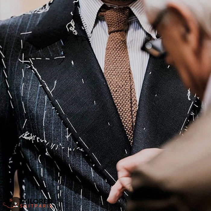 How does the tailor work with the customer to make the tailor-made suit?