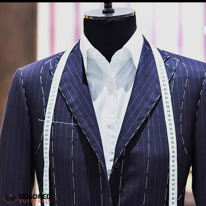 How does the tailor works to make a tailored suit?
