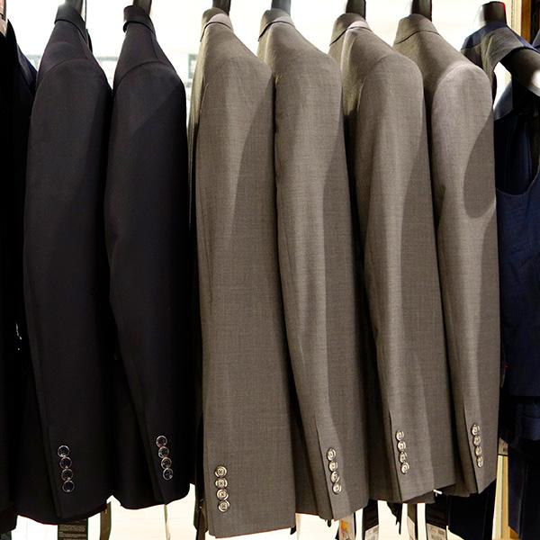 H2-Comment-porter-le-costume-de-mariage-sur-mesure